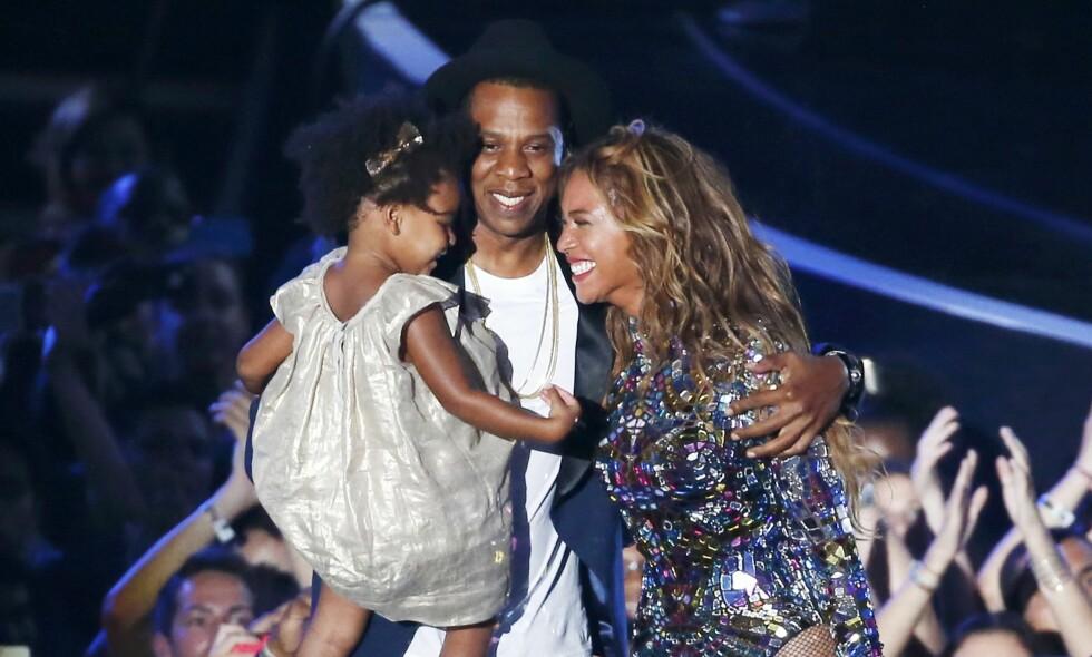 BLIR FLERE: Den lille stjernefamilien på tre får snart to nye tilskudd. Det er nemlig ventet at Beyoncé kan føde når som helst. Lille Blue Ivy skal ifølge kilder nær familien få være med på fødselen. Foto: NTB scanpix