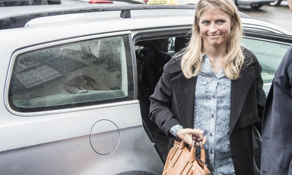 BRA DAG I RETTEN: Therese Johaug var fornøyd etter høringen i CAS. Men hvem som skal kontrollere idrettens rettsprosess. FOYO: Hans Arne Vedlog  /  Dagblader