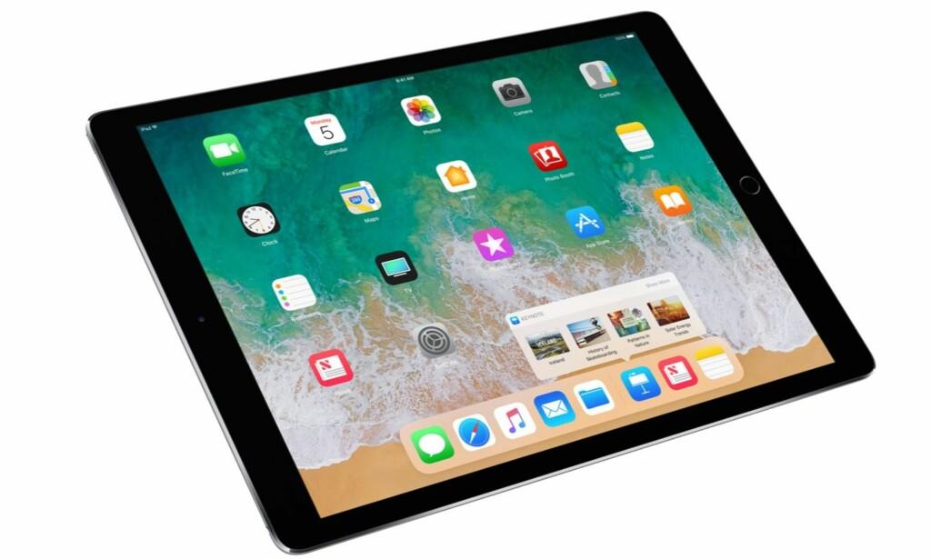 NOE KJENT: Med iOS 11 blir app-rekken nederst på skjermen ganske lik den du finner på Mac. Derel av rekka er reservert Siris app-forslag. Foto: Apple
