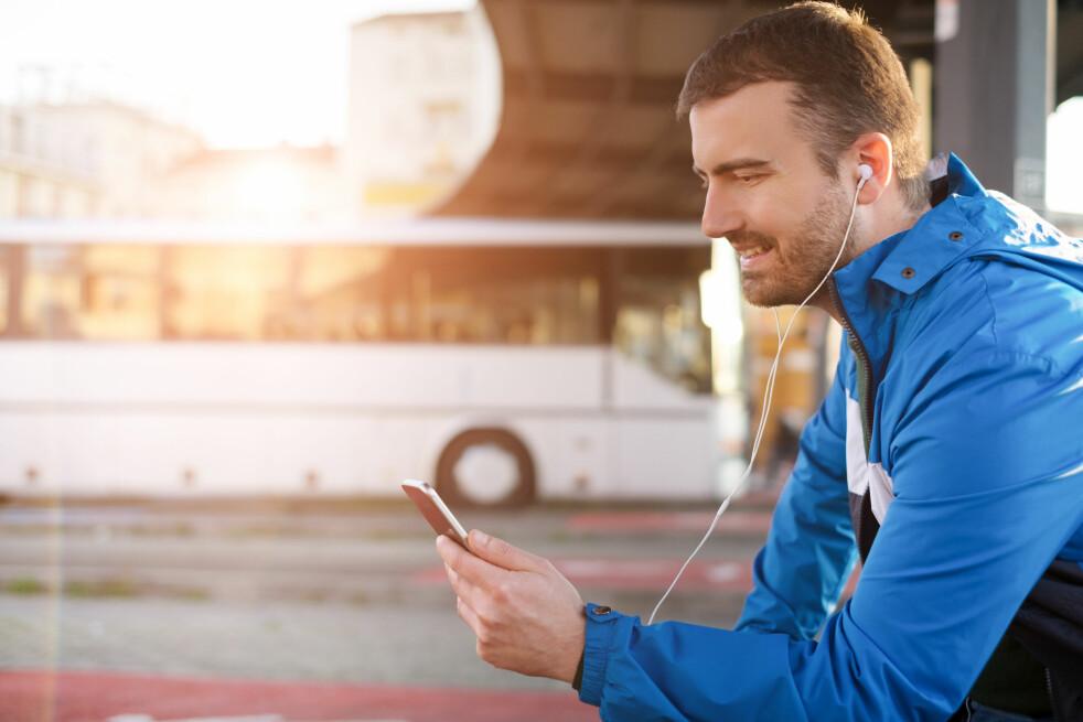 <strong>DATATYV:</strong> Å høre på musikk fra for eksempel Spotify kan ta mye data, om du ikke laster ned musikken først. Telia Music Freedom tilbyr å la musikkstrømming gå utenfor datakvota, men støtter bare enkelte tjenester og abonnementer. Foto: Shutterstock / NTB Scanpix