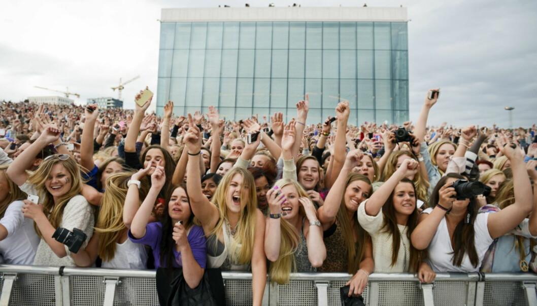 FULLT: Fansen strømmet til operataket i Oslo da Justi Bieber skulle holde en gratiskonsert. Politiet så seg nødt til å stenge slusene inn til konsertområdet da tilstandene ble for risikable. Foto: NTB Scanpix