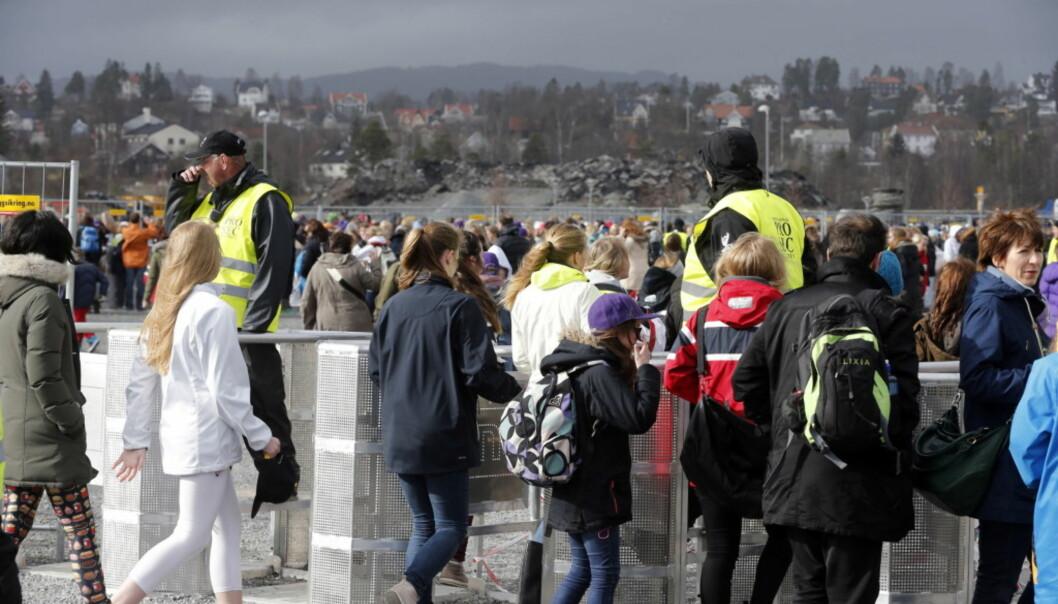 LANG KØ: Da Justin Bieber kom til Norge for andre gang, sto fansen utenfor konsertområdet flere timer før konserten startet. Her på Telenor arena i 2013. Foto: NTB Scanpix