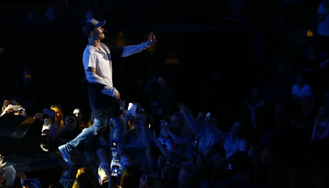 STORMET AV: Justin Bieber rakk å fremføre en san før han stormet av scenen på Chateau Neuf i Oslo i full sinne. Kort tid etter på hadde han forlatt landet. Foto: NTB Scanpix