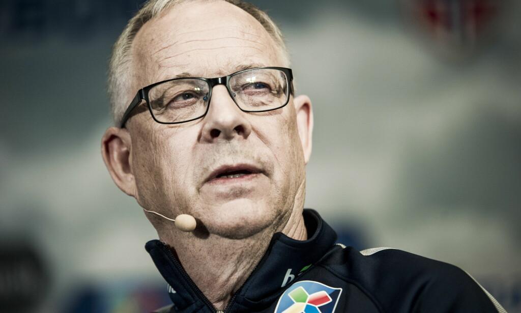 HAR PRØVD ALT: Lars Lagerbäck innrømmer at det han har bedrevet som norsk landslagstrener så langt - han har tatt ut 41 spillere og brukt 37 av dem i ni landskamper - ikke minner om eliteidrett. Når juni kommer er han nødt til å sette strek og satse på det beste av det som er middels. Foto: Andreas Lekang / Dagbladet