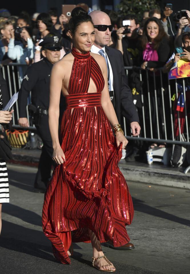 FLATE SKO: Gal Gadot prioriterte komfort på «Wonder Woman»-verdenspremieren. Foto: NTB scanpix