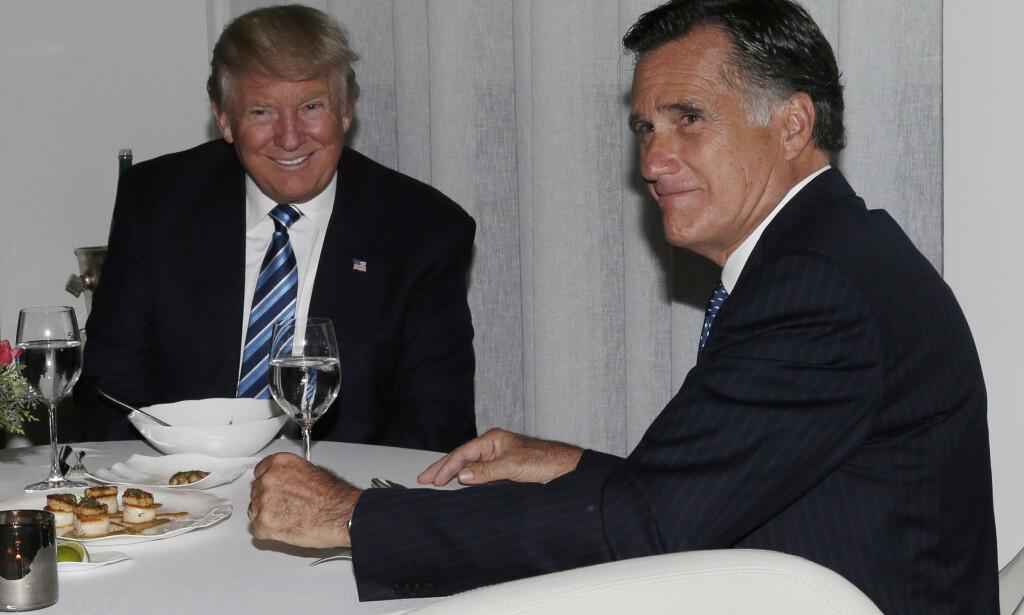 MØTTES: Donald Trump (t.v.) møtte Mitt Romney til middag 29. november, kort tid etter at han hadde vunnet det amerikanske presidentvalget. Romney var klar for å bli utenriksministeren hans. Foto: NTB Scanpix