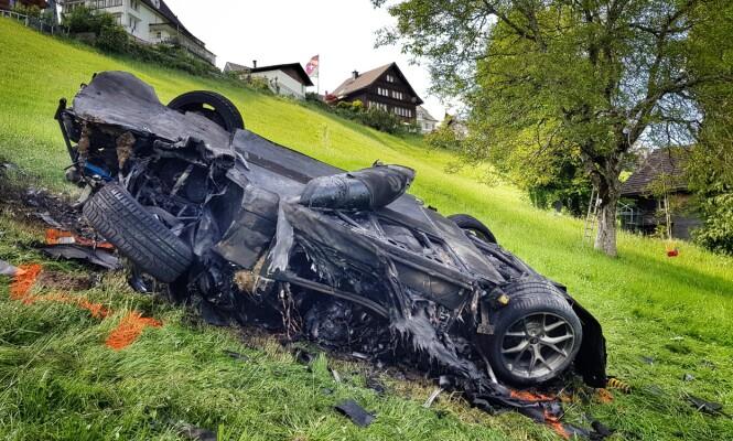 <strong>TOTALSKADD:</strong> Bilen Hammond kjørte i Sveits er totalskadd etter ulykken. Foto: AP, NTB scanpix