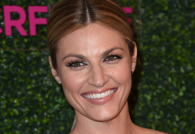 Erin Andrews attends the Women's Cancer Research Fund's event 'An Unforgettable Evening' at the Beverly Wilshire hotel in Beverly Hills, California on February 16, 2017. / AFP PHOTO / CHRIS DELMAS