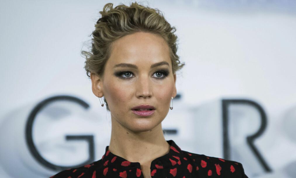 MÅTTE NØDLANDE: Hollywood-skuespiller Jennifer Lawrence fikk en flytur utenom det vanlige da privatflyet hun satt i fikk motorproblemer søndag. Foto: NTB Scanpix