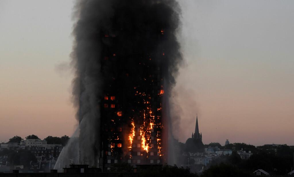 DRAP?: London-politiet sier de vurderer å ta ut siktelse for uaktsomt drap etter brannen i Grenfell Tower. Foto: REUTERS/Toby Melville