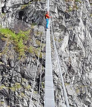 VIA FERRATA: Du er høyt over bakken også i Norge. Her fra Loen. Foto: Rommy Baade / Loenactive