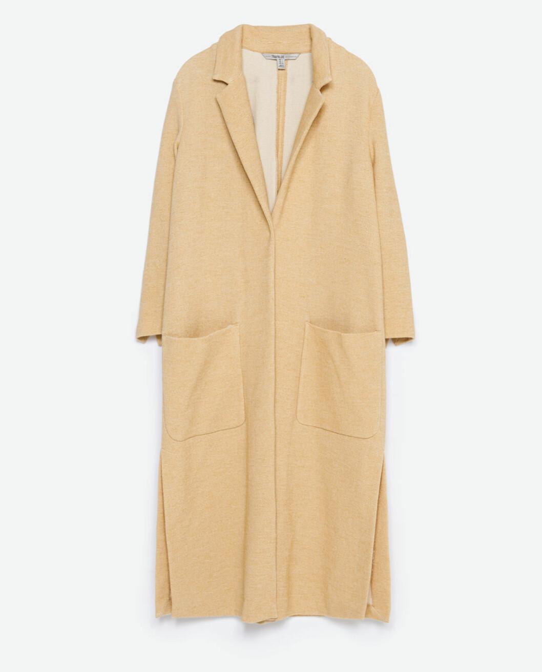 Kåpe fra Zara, før kroner 799 - nå kroner 399. Foto: Produsenten