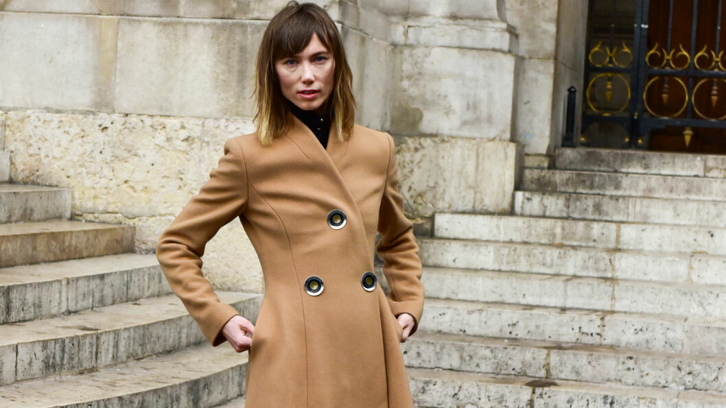 Stylist Anya Ziourova posing outside of the Stella McCartney runway show during Paris Fashion Week - Oct 5, 2015 - Photo: Runway Manhattan/Celine Gaille ***For Editorial Use Only*** Mindesthonorar 50,- EUR / Minimum Fee 50,- EUR/picture alliance Foto: DPA
