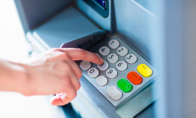 RETT KNAPP: Ikke la deg lure til å velge «norske kroner» når du blir spurt, for eksempel i en minibank, om hvilken valuta du ønsker beløpet belastet i.