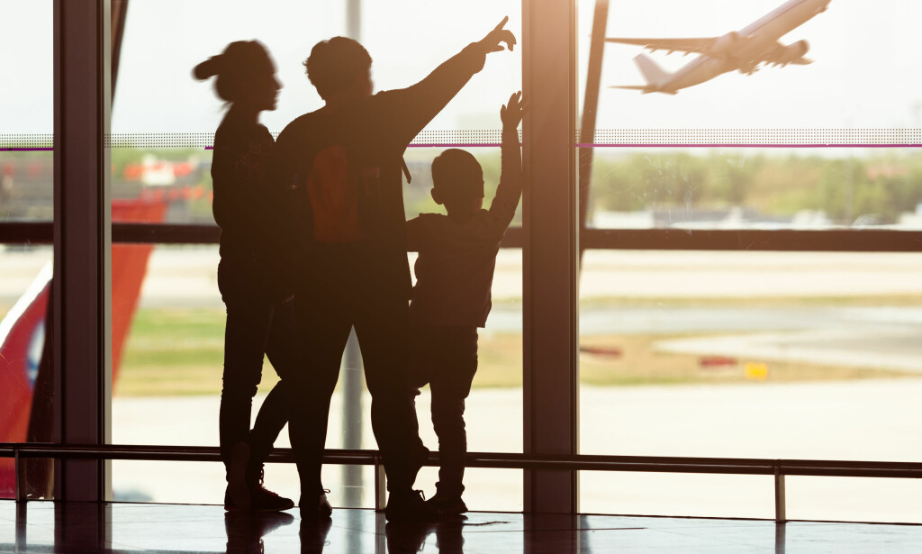 REISEKASSE: Det er ofte dyrere å ta ut kontanter på flyplassen enn å bruke kortet som normalt når du er framme på reisemålet.