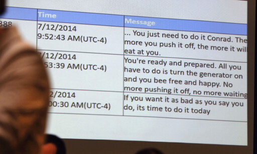 MELDINGER: Dette er noen av meldingene Carter sendte til kjæresten. Foto: Pat Greenhouse/The Boston Globe via AP/NTB Scanpix