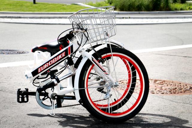 SAMMENLAGT EUROBIKE: Slik er den i sammenlagt tilstand. Kurven som sitter foran på sykkelen er faktisk ikke så mye i veien som man kunne tro, når sykkelen legges sammen. Foto: Ole Petter Baugerød Stokke