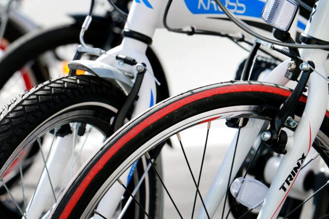 <strong>«RACER-DEKK»:</strong> Trinx er den eneste sykkelen med smale dekk som gir liten rullemotstand. De øvrige syklene har tykkere dekk. Foto: Ole Petter Baugerød Stokke