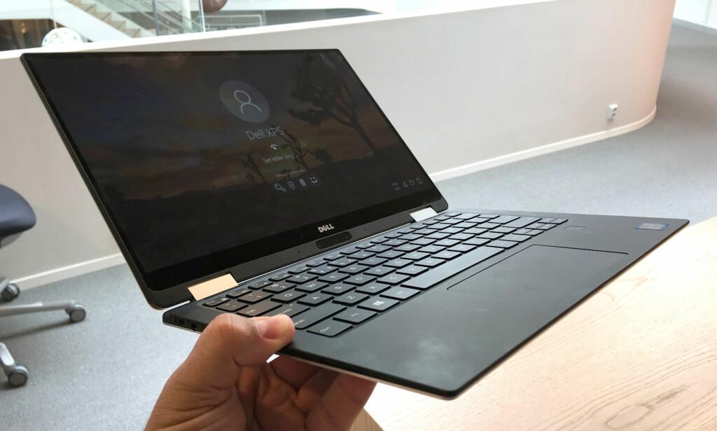 LETTVEKTER: 1,24 kg er ikke eksepsjonelt for en PC med 13,3 tommer skjerm, men frister til utrstrakt mobil bruk. Foto: Bjørn Eirik Loftås