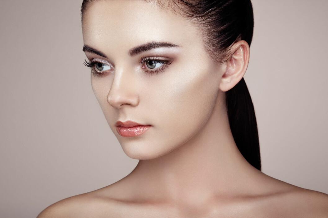 RIKTIG BRUK: Hovedregelen er at du skal highlighte de delene av ansiktet som «stikker litt ut» i forhold til resten. Foto: Shutterstock