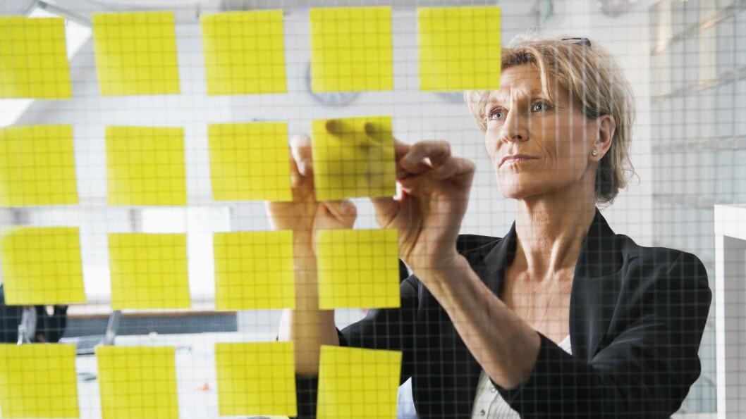 MANGE SMÅ MÅL: Om det er post it-lapper du skriver dem opp på, er ikke så viktig. Men coach Rune Semundseth råder deg til å dele opp målene dine. Les hans tips nedenfor. Foto: NTBScanpix