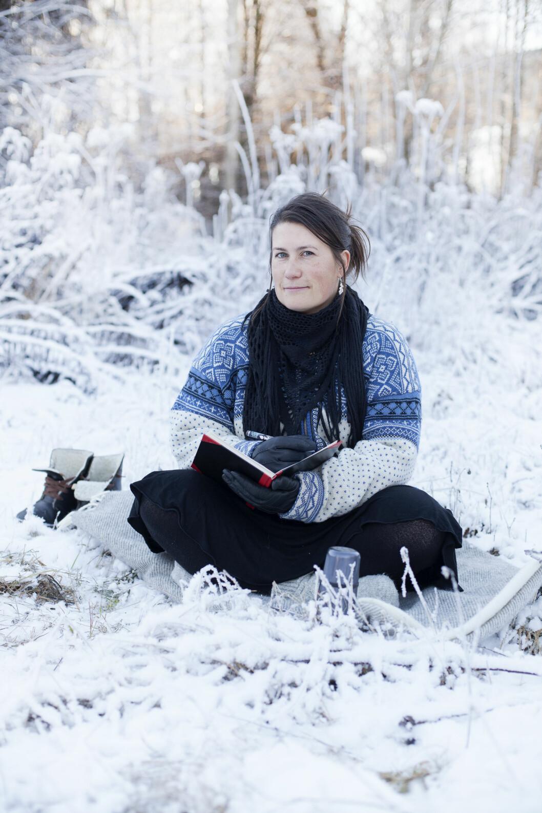 VIL LEVE ENKELT: Alexandra Strand fant roen på stillhetsretreat i Italia. Nå vil hun leve et enklere liv, og drømmer om å gå pilegrimsvandring alene. Foto: Anne Elisabeth Næss