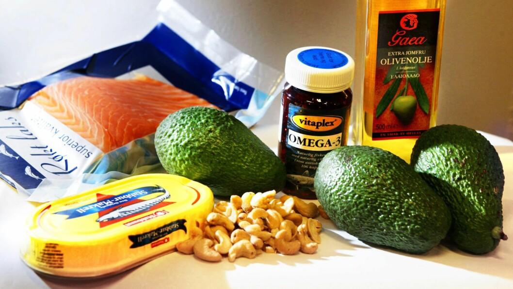 KOLESTEROLVENNLIG: Arv og mettet fett i kostholdet er de to viktigste risikofaktorene for et høyt kolesterol. Olivenolje eller rapsolje, nøtter, avokado, makrell i tomat og fet fisk inneholder sunt fett og er bra for hjertehelsen.  Foto: Aftenposten