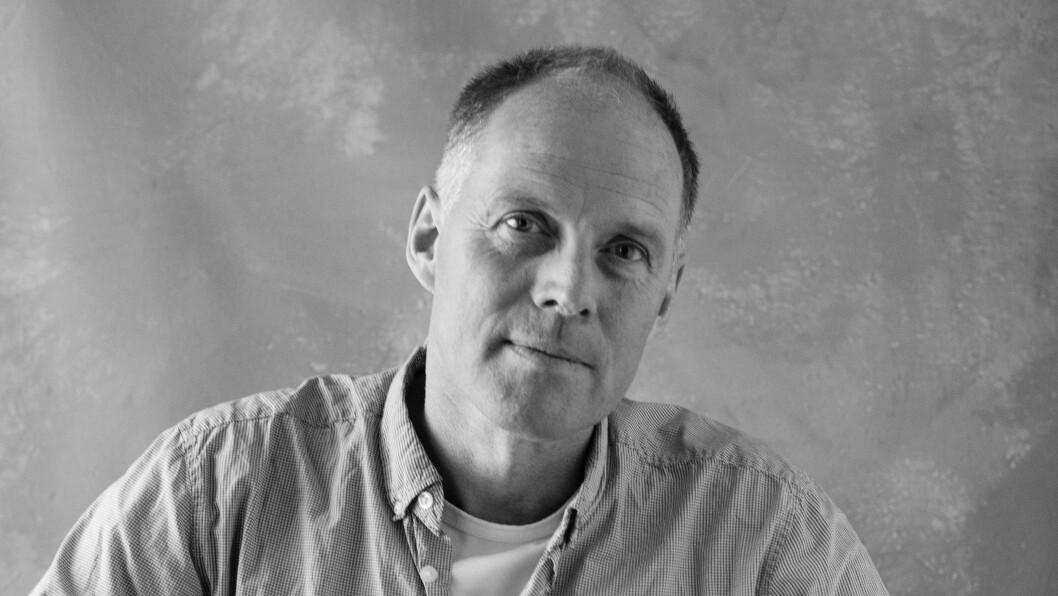 SKRIVER OM TAPT KJÆRLIGHET: – Hvis du spør meg om jeg kunne skrevet denne romanen for 20 år siden, er svaret nei, sier Geir Gulliksen. Foto: Forlaget, Oda Berby