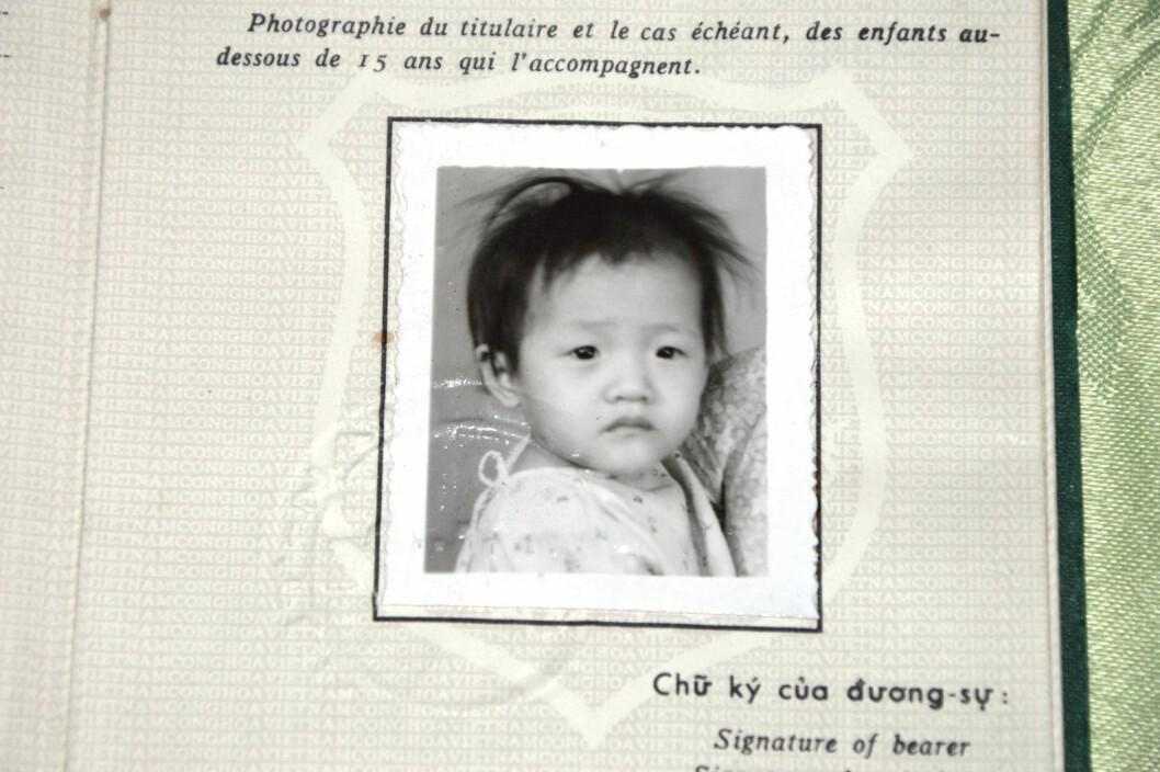 <strong>PASSBILDE:</strong> Dette var den lille jenta som kom til Norge og familien Hersve en kald vinterdag i 1974. Hun var understimulert og svært tynn, med mørke, alvorlige øyne og stritt hår. Foto: Randi Johnsen