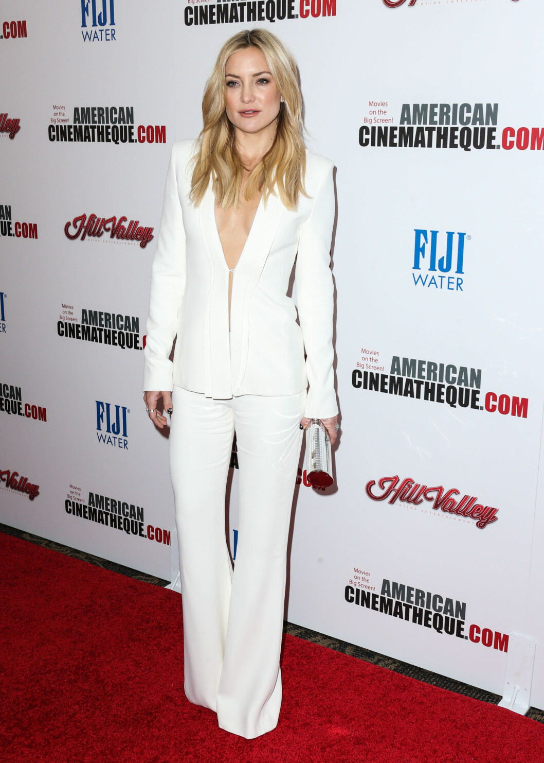 <strong>SOFISTIKERT:</strong> Skuespiller Kate Hudson stilte i en kritthvit, todelt dress under en rød løper-tilstelning i Los Angeles i oktober. Foto: NTB Scanpix
