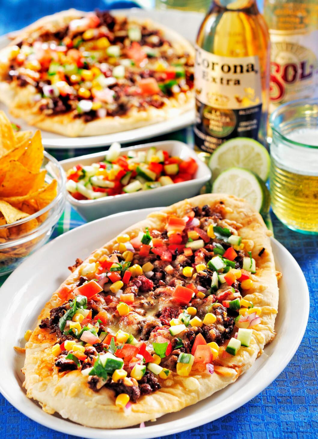 KOSEMAT PÅ FREDAGSKVELDEN: Taco + pizza = sant! Foto: Kent Jardhammar