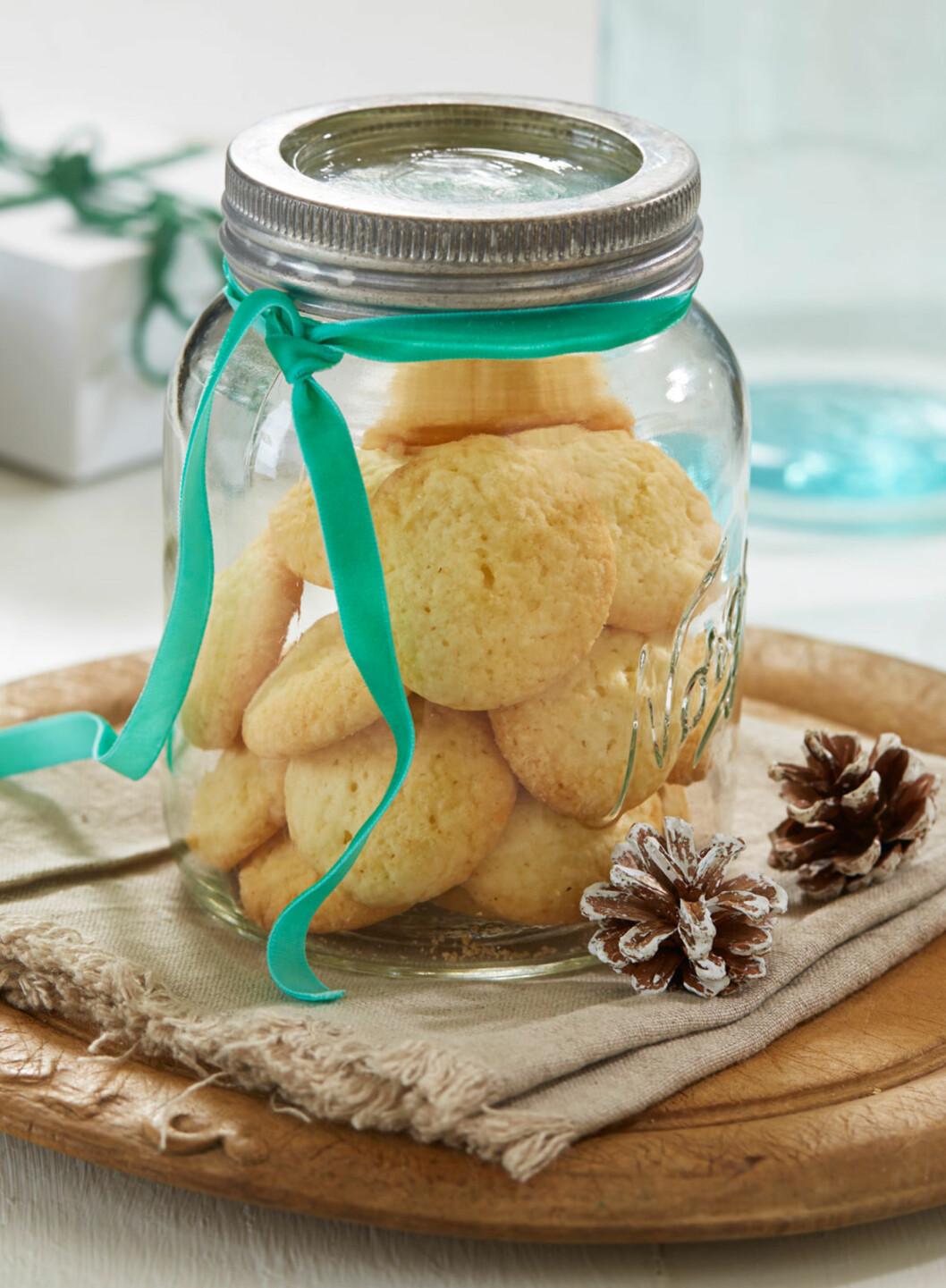 GLUTENFRIE SANDNØTTER: Sandnøtter smelter i munnen og har deilig smak av sitron. Foto: Synøve Dreyer