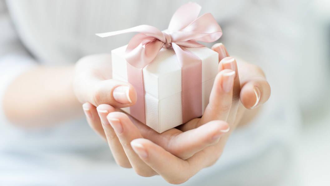 JULEGAVER: Det er absolutt på tide å finne de perfekte gavene til mamma, venninnen eller søsteren din. Vi har samlet sammen noen flotte alternativer til under 200 kroner lengre ned i saken! Foto: Shutterstock / Rido
