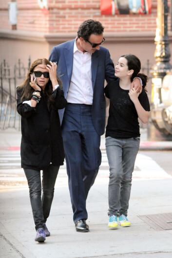 STEMOR: Mary-Kate Olsen (28) giftet seg med den franske bankmannen Olivier Sarkozy (46) i slutten av november. Her med Oliviers datter Margo i New York i 2012. Foto: © infusny-160/INFphoto.com/Corbis