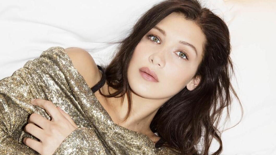 BELLA HADID: Den 19 år gamle skjønnheten begynner virkelig å lage et navn for seg selv i modellbransjen. I tillegg har hun ikke så dårlig stil heller - og nå kan du stjele den! Se shoppingtips nede i saken. Foto: SipaUSA