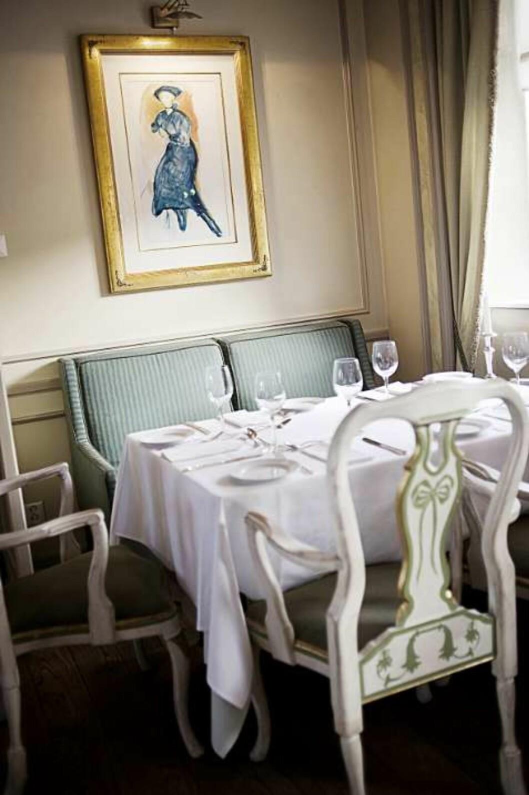 """MUNCH: Det fantastiske bildet """"Blå kjole"""" av Munch henger i hotellets restaurant. Foto: Lillian Reif"""