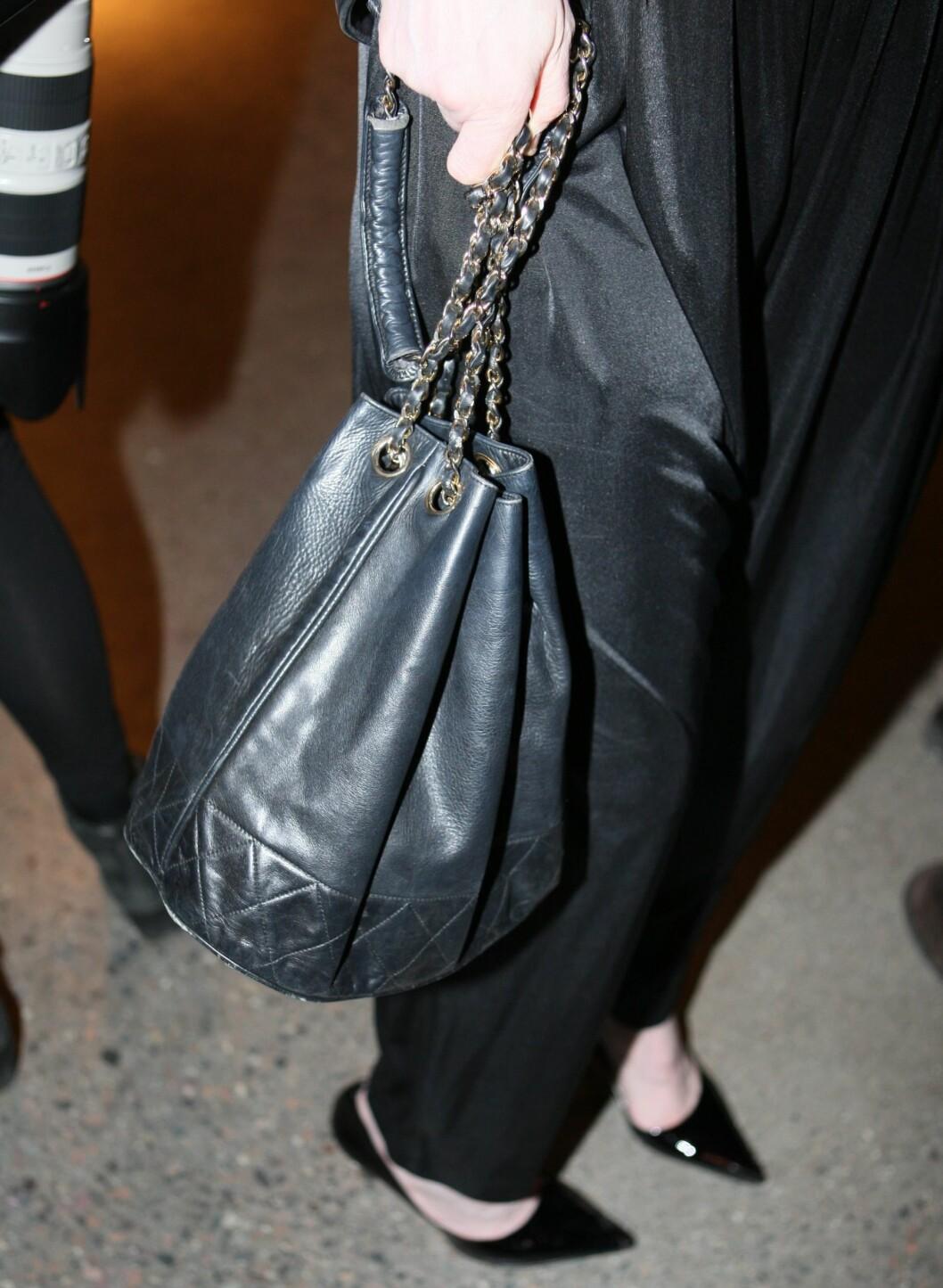 Åsa Formark elsker sin vintage Chanel-veske.  Foto: Per Ervland