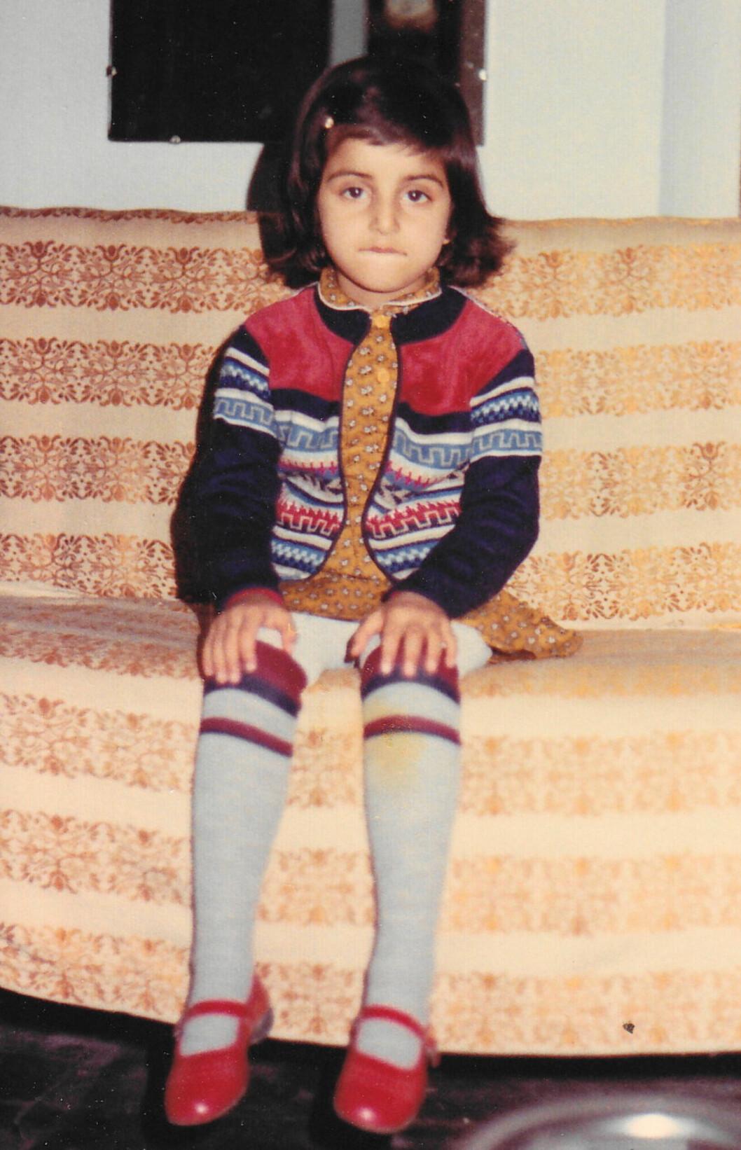 <strong>DEDIKERT:</strong> Deeyahs barndom var ikke typisk norsk. Hun måtte tidlig lære seg å jobbe hardt.  Foto: Privat