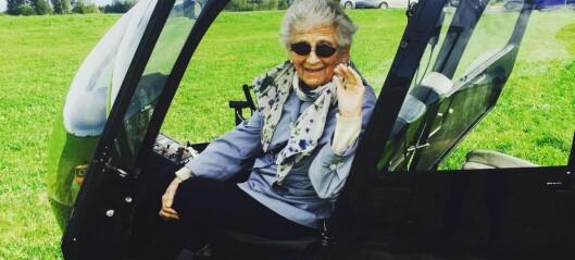 Her sendes bestemor (90) til værs!