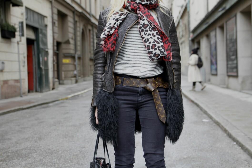 <strong>Louis Vuitton:</strong> Caroline Skjelbrede var tidlig ute med statement belte fra Louis Vuitton. Gå for ulike mønstre, farger og materialer for et kul og utilgjort stil.  Foto: Darja Barannik