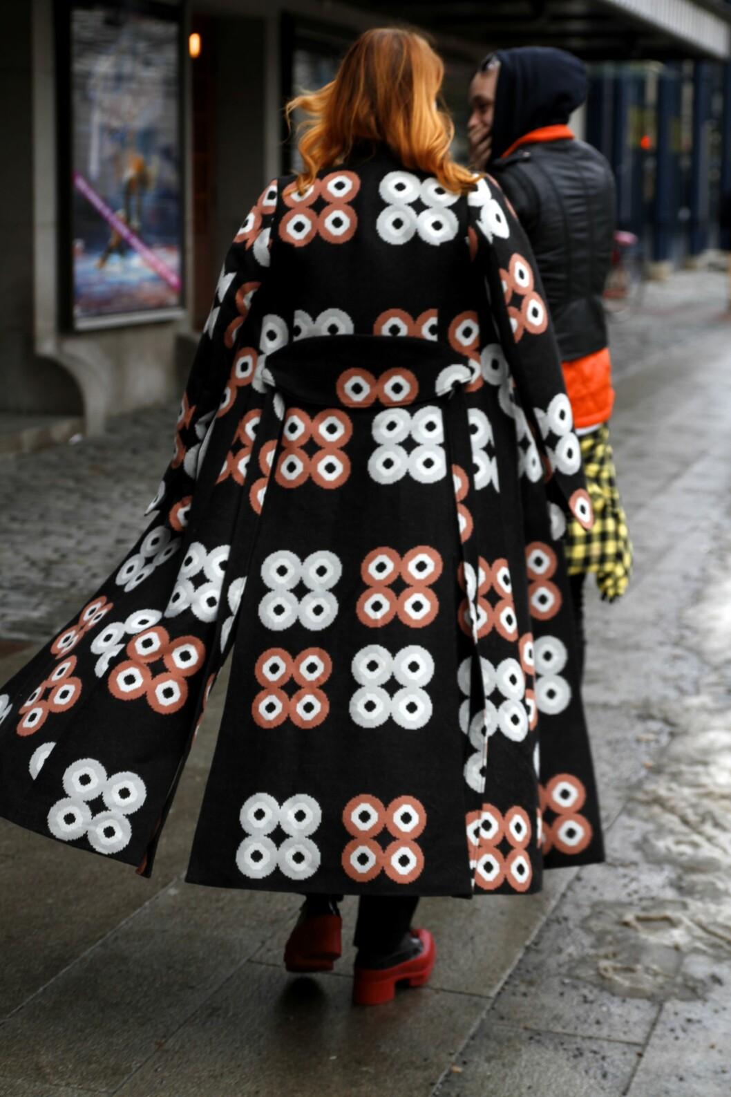 <strong>Kåpen:</strong> En statement kåpe bør enhver kvinne ha i sin garderobe. Vintage- og bruktbutikker er nøkkelen til å finne unike skatter.  Foto: Nathalie Helgerud
