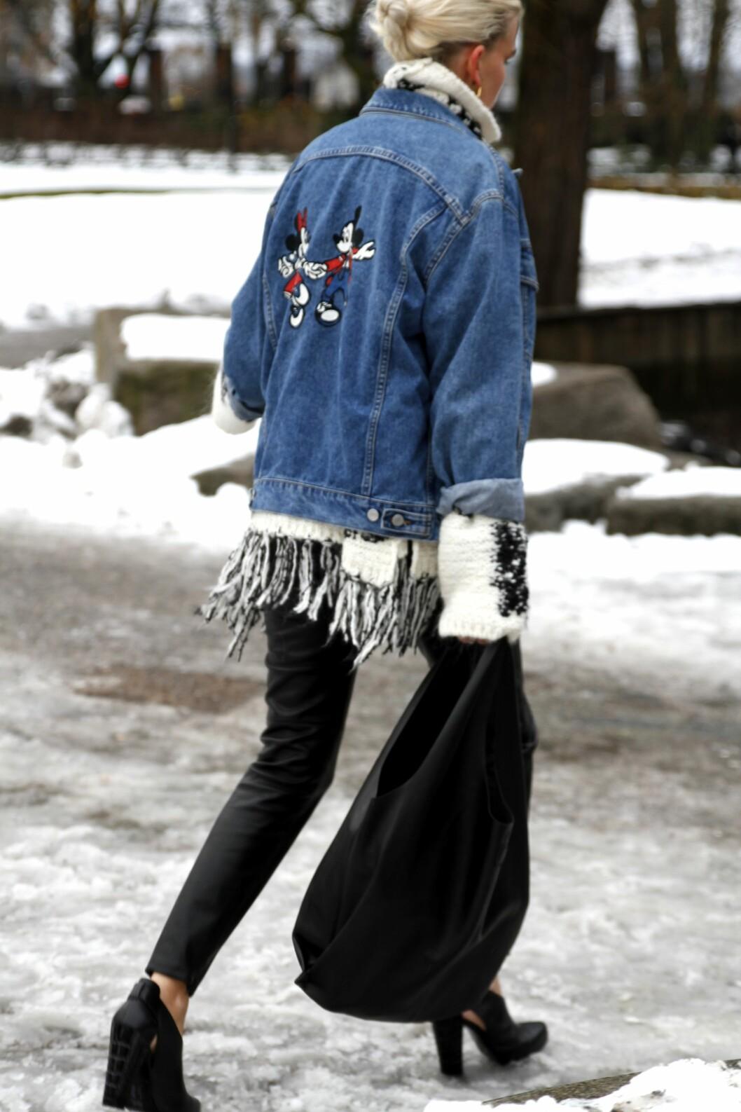 <strong>Denim:</strong> Olajakken kan til nød funke mens snøen fortsatt ligger. Gå for en tykk, strikket genser med høy hals.  Foto: Nathalie Helgerud