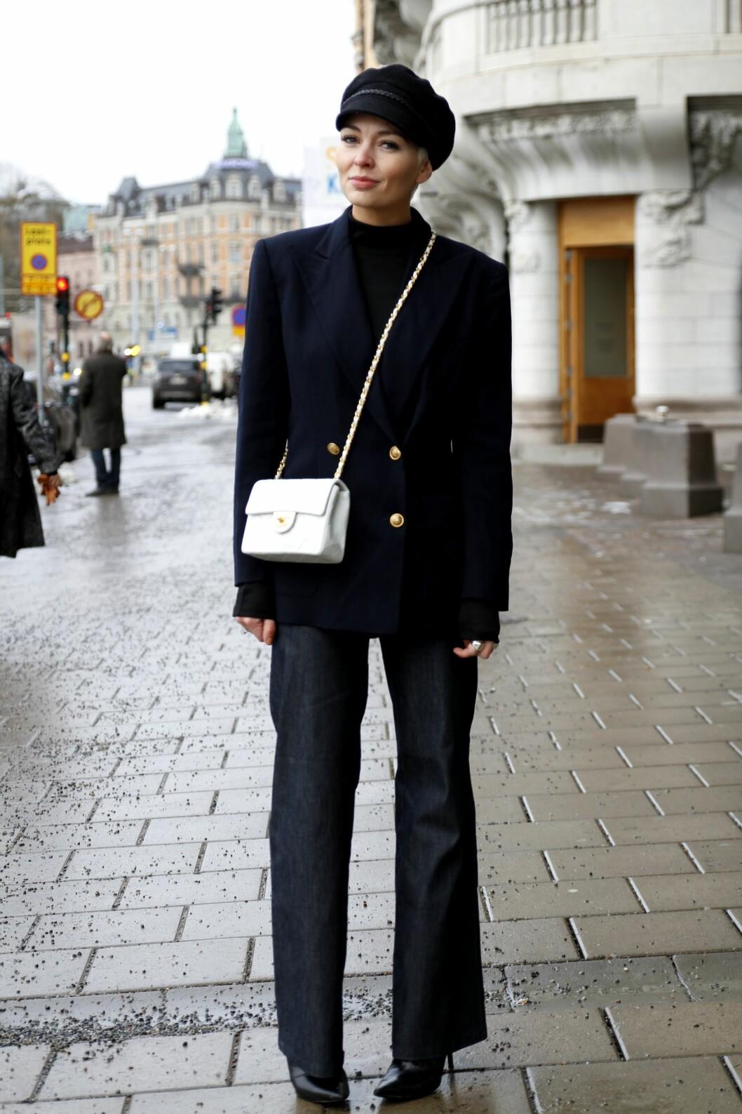 <strong>Maskulint:</strong> Maria Murstad i herreinspirert blazer og hatt fra Gucci.  Foto: Nathalie Helgerud