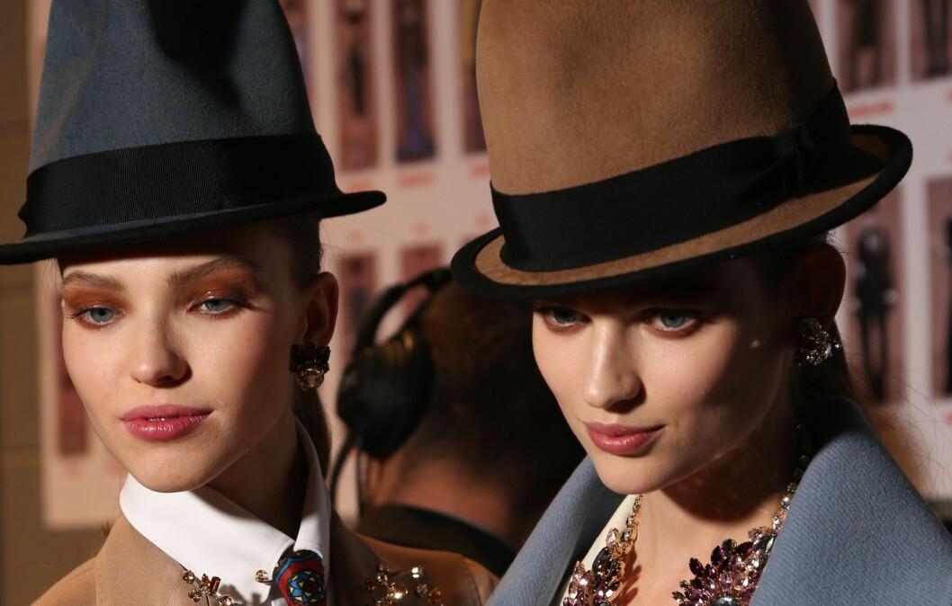 HØY I HATTEN: Dsquared tar den helt ut denne hattehøsten, bokstavelig talt. Men du blir ikke bare høyere i hatten ved å bruke hatt, men også edgy og elegant samtidig som du retter fokuset enda mer mot ansiktet. Foto: All Over PressAll Over Press