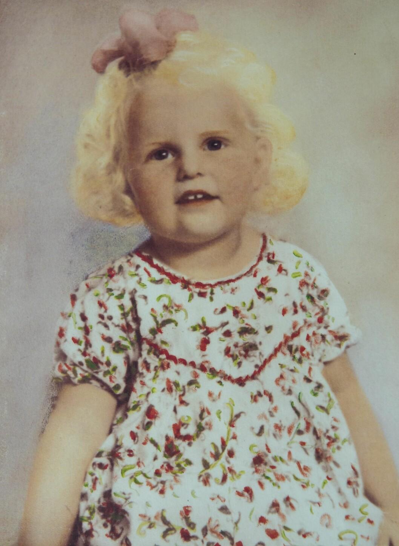 <strong>NYTT HJEM:</strong> Inga ble født da andre verdenskrig gikk mot slutten. Fra hun var 14 måneder gammel, vokste hun opp hos adoptivfamilien sin. Foto: Privat