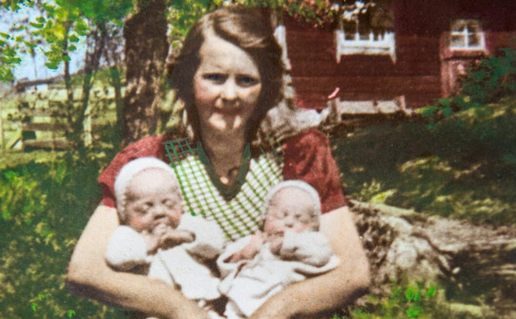 <strong>FAVNEN FULL:</strong> Mamma Ester med tvillingene Karl-Axel (t.v.) og Inga sommeren 1945. Det skulle gå nesten et helt liv før de møttes igjen. Foto: Privat