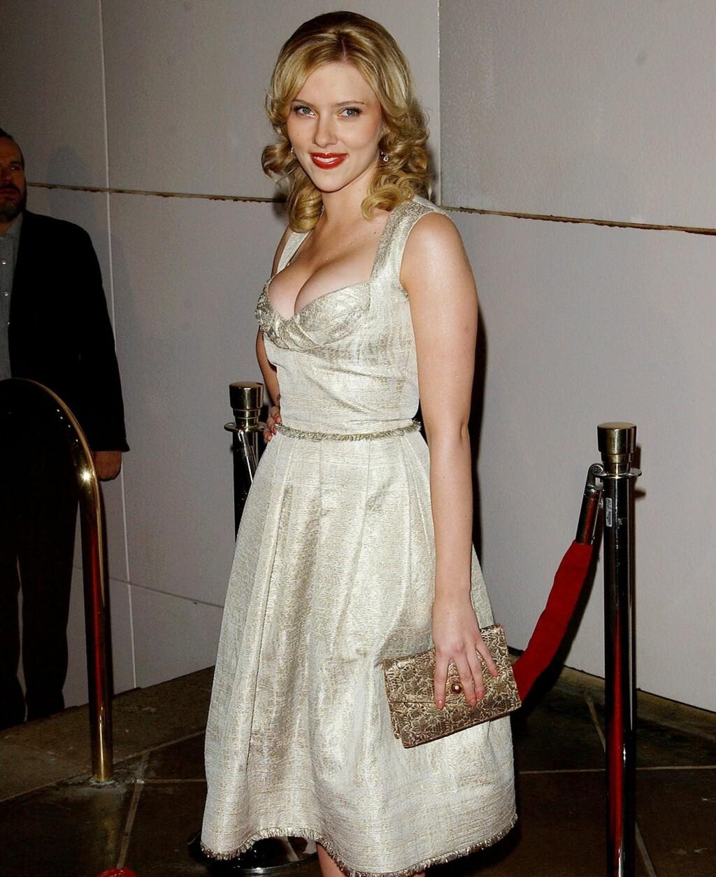 b7996033bb5e ... Skuespiller Scarlett Johansson hadde premierefestens vakreste Marilyn  Monroe-kjole - og den dypeste utringningen.