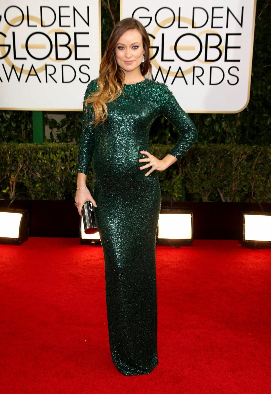 I SMARAGDGRØNT: Gravide Olivia Wilde (29) var et syn på den røde løperen under Golden globe, og viste fram sin flotte mage i en ettersittende paljettkjole.  Foto: All Over Press