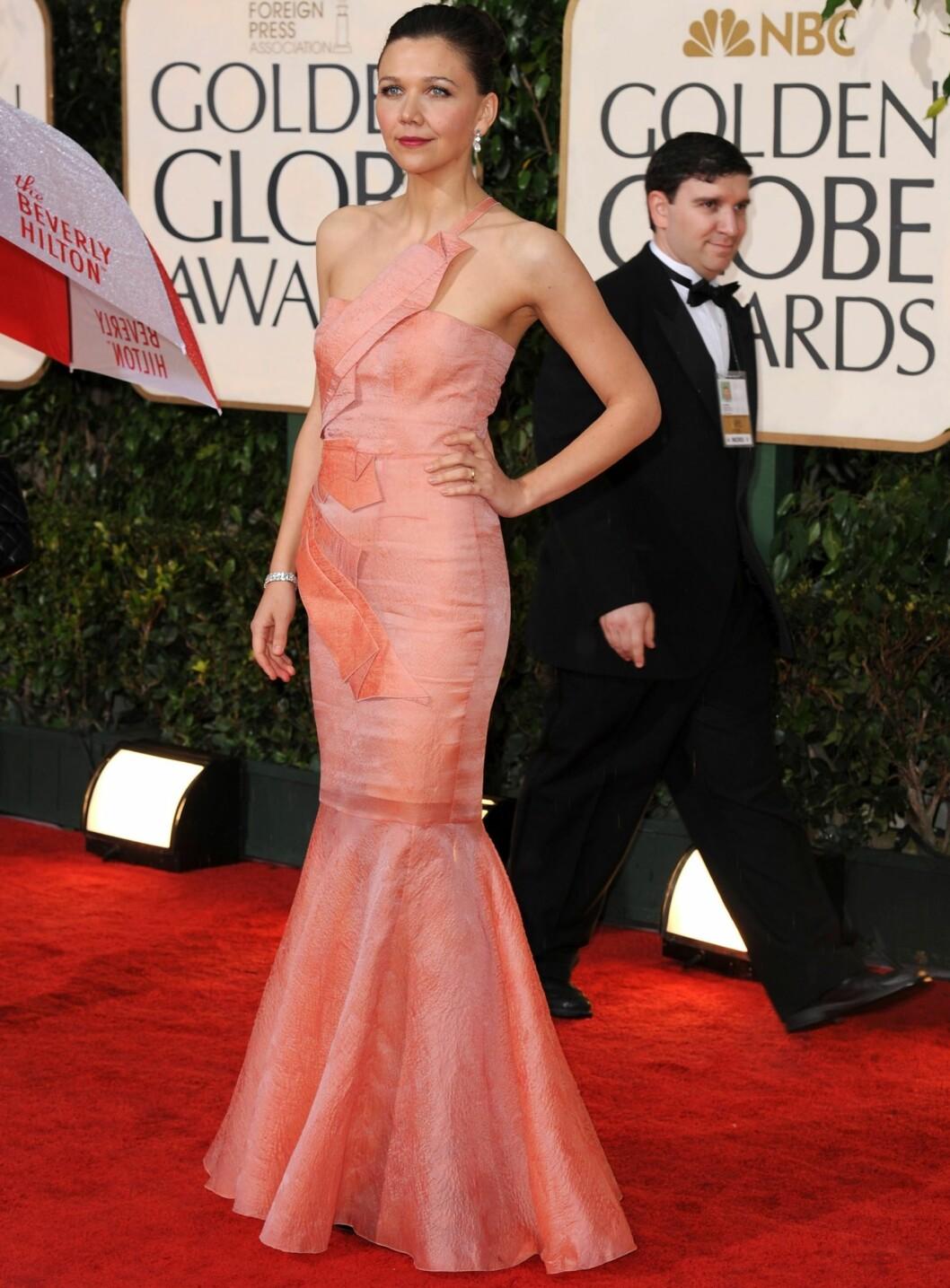 <strong>FAVORITT:</strong> På Golden Globe-utdelingen imponerte hun med denne havfruekjolen. Kan Maggie Gyllenhaal bli best kledd igjen? Foto: All Over Press