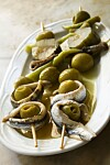 Spain, Arag??n, Saragossa, Zaragoza district, Bodegas Almau Tapas Bar, tapas with stuffed olives and anchovies Foto: All Over Press